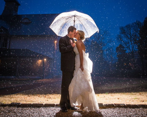 wedding rain photos umbrella 37203