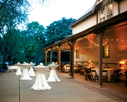 Outside wedding venue Tennessee